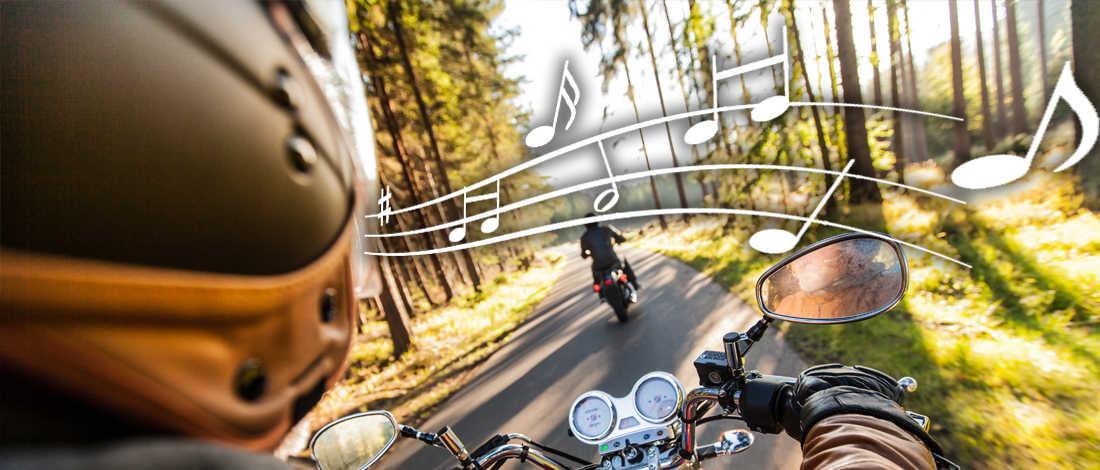 Photo of Zo luister je veilig naar muziek op de motor