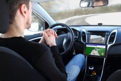 Minder verkeersongelukken door semi-zelfrijdende auto