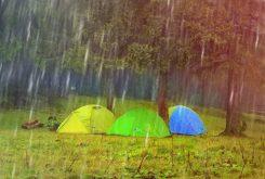 Kamperen in de regen: gillend naar huis?