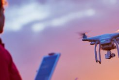 Schade door drones