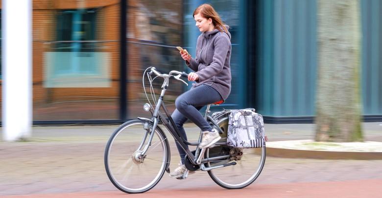 Whatsappen of bellen op de fiets, ja of nee | Verzekeruzelf