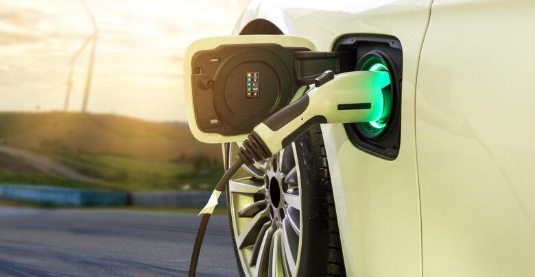 Elektrisch rijden: Alle voor- en nadelen op een rij | Verzekeruzelf
